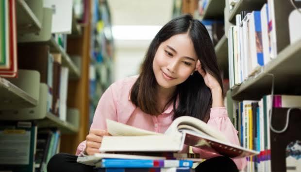 6 Manfaat Membaca Buku, Yakin Masih Mau Malas-malasan?