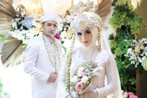 foto mesra Menco Hidayat dan Elsya Syarief